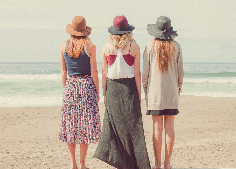 3人の女性モデル ショートヘア